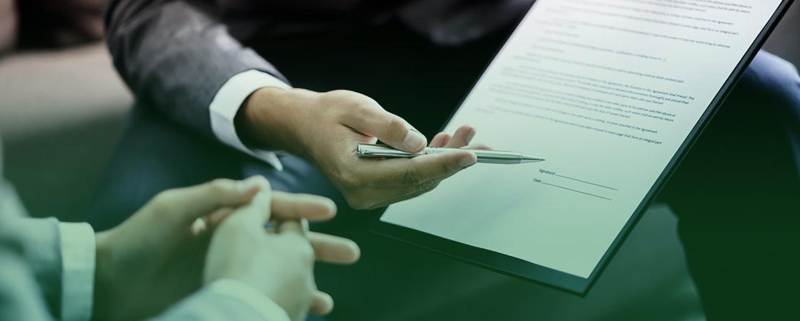 Подпись договора на оказание услуг аутсорсинга ВЭД